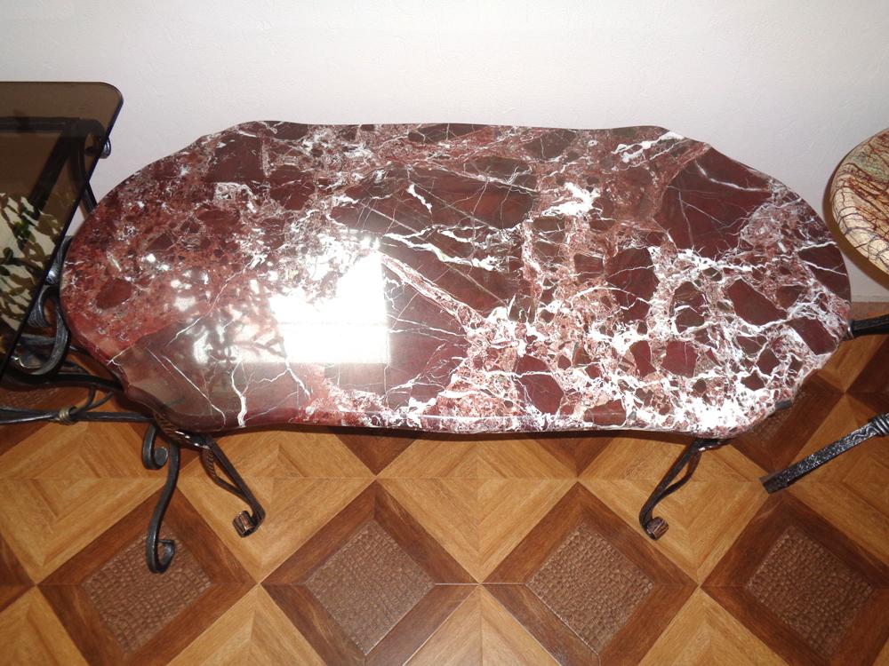 Кованый столик со столешницей из натурального мрамора Rosso Levanto